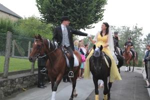 ... nach der kirchlichen Zeremonie harmonisch aber auch ganz brav (unsere Pferdchen können das)