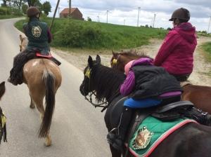 ... da werden kleine Reiter schon mal müde- Irima trägt im Autopilot :-)